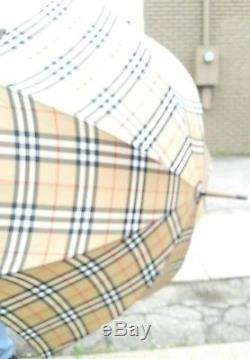 100'/. Authentic Vintage Burberry Tan Checked Walking Umbrella Wood Handle