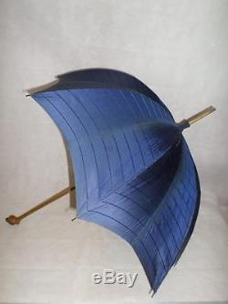 BEAUTIFUL ANTIQUE BRIGG UMBRELLA With CARVED & STAINED WOODEN FROG/TOAD TOP